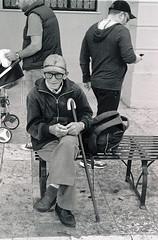 the old man (Giorgos Voulgaris) Tags: nikonem analog film kodak 400 400tx bw blackwhite monochrome people old man street streetphotography candid corfu