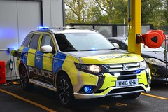 WM16 NHE (S11 AUN) Tags: london metropolitan police mitsubishi outlander phev plugin hybrid electric vehicle exdemo demonstrator driver training driving school panda car irv incident response unit 999 emergency metpolice wm16nhe