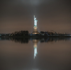 Liberty (ricardocarmonafdez) Tags: newyork nyc statueofliberty estatuadelalibertad monumento monument nightshot highiso lights dark darkness lighting niebla fog mist reflejos reflections edition edición processing nikon d850 24120f4gvr simetría symmetry