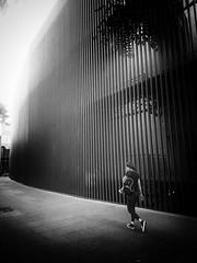 Urbanita (jantoniojess) Tags: street streetphotography fotografíacallejera fotografíaurbana blancoynegro monocromático monochrome blackandwhite sevilla seville spain españa