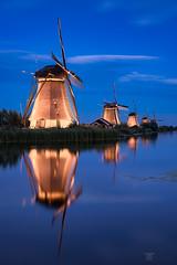Repetitive (Bilderschmied-Danz) Tags: niederlande holland netherlands kinderdijk windmühle windmill illuminationweek 2019 reflexion reflection wasserwater wolken clouds blauestunde bluehour bilderschmied