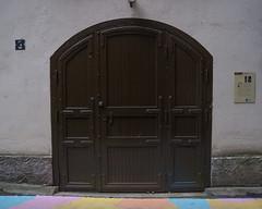 Finlayson doorway (Ranta Janne) Tags: 2019 finlayson finlaysoninkuja tampere door doorway finland fujifilmxt100 industrial publicdomain suomi teollisuus