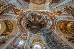 Karlskirche in Wien (ulrichcziollek) Tags: österreich wien kirche kirchenschiff kirchendecke karlskirche barock