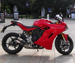 2019 Ducati Supersport 937cc 110hp (catrionatv) Tags: paving road roadmarkings advertisingboards bench gateway outerclose thesquare bollards map cathedralannouncements museum trees motorcycle supersport ducati