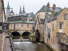 Bayeux, Normandie (brunochomilier) Tags: 2019 normandie aure ville roue eau moulin pause longue