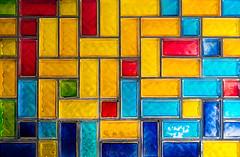 20180908-085 (sulamith.sallmann) Tags: form bunt buntglasfenster farbenfroh fenster glas glasbausteine rechteck viereck viereckig sulamithsallmann