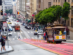 Attention please, cable cars are coming! (kleiner_eisbaer_75) Tags: san francisco usa california kalifornien cable cars city stadt street strase menschen travel reise ngc