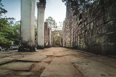 Angkor Wat, Cambodia (pas le matin) Tags: angkor angkorwat angkorvat siemreap cambodge cambodia travel voyage worl asia asie southeastasia column colonnes ruines ruins architecture ancient temple vat wat wal wall mur stone pierre canon 7d canon7d canoneos7d eos7d