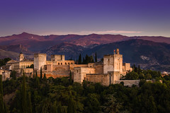 THE Alhambra (tom.leuzi) Tags: andalucía andalusia andalusien architektur berge canonef70200mmf4lisusm canoneos6d españa sonnenuntergang spain spanien architecture mountains sunset telezoom granada alhambra alcazaba