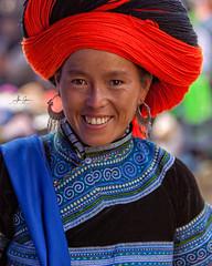 The Hilltribes Market of Muong Hum (Lao Cai, Vietnam 2009) (Alex Stoen) Tags: 5dmk2 alexstoen alexstoenphotography canon canoneos5dmarkii collection ef70200f28lisusm geotagged hilltribes hilltribesmarket muonghummarket people portrait sapa travel vietnam market smugmug