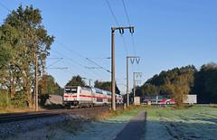 Bahn und Bus (Klaus Z.) Tags: eisenbahn kbs 395 leer eisinghausen ostfriesland br 1465 personenzug ic2 db fernverkehr herbst bus