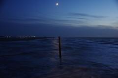 Moonlight Reflection (greenoid) Tags: mond moon licht light brandung wellen waves strand shore abendstern morgenstern blauestunde bluehour spo