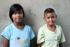 neighbors (the foreign photographer - ฝรั่งถ่) Tags: boy girl children khlong thanon portraits bangkhen bangkok thailand canon