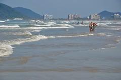 Soon... (Ruby Augusto) Tags: beach praia ondas waves tourists turistas praiaoceânica