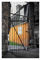 Orange behind the gate (leo.roos) Tags: gate house window wall hek oranj muur raam solaag colo m42 pentx a7 autotakumar12335 pentax tak takumar3523 visby gotland swedengotlandspring2019 zweden darosa leoroos sweden sverige