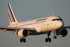 F-HEPE Airbus A320-214 (Barry Swann) Tags: airfrance airbus airbusa320 a320 airbuslovers toulouse hamburg paris manchester mag manchesterairport degaulle cdg man landing aircraft finals bonjour canon canoncamera sigma 1dmk1v
