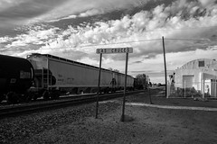 (el zopilote) Tags: lascruces newmexico townscape architecture smalltowns signs railroads clouds powerlines pentax k1ii hdpentaxdfa28105mmf3556eddcwr bw bn nb blancoynegro blackandwhite noiretblanc monochrome