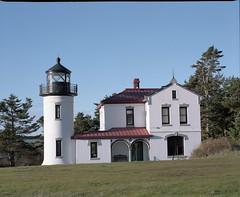 Lighthouse at Fort Casey (Kent C.) Tags: mamiyarb67pros film filmphotography kodakfilm kodakportra160 120film