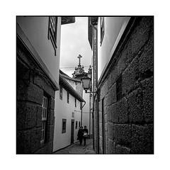 in the narrow alley • guimaraes, portugal • 2019 (lem's) Tags: couple pedestrains women narrow alley church femmes eglise ruelle etroite guimaraes portugal rolleiflex t