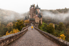 Burg Eltz! (karindebruin) Tags: burgeltz castle forest trees bomen germany duitsland bos meisje girl yellow geel mist fog herfst autumn