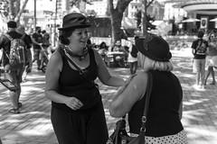 mujeres con  sombrero (Samarrakaton) Tags: samarrakaton 2019 nikon d750 2470 bilbao bilbo bizkaia euskalherria paísvasco basquecountry astenagusia fiestaspopulares jaiak gente people street callejera urbana urban byn bw blancoynegro blackandwhite monocromo woman mujer