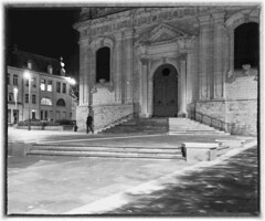 Cambrai, le parvis de la cathédrale (PATRICK skorzec) Tags: cambrai noiretblanc cathédrale fujixt3 hautsdefrance personne nocturne ombres