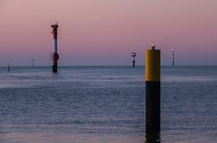 Watch the signals (Zoom58.9) Tags: sky river ocean water sunset signals cruisesignals outside seascape europe germany bremerhaven sony sonydscrx10m4 himmel fluss meer wasser signale leuchtfeuer draussen seelandschaft europa deutschland