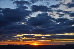 Quando ele se pôe... (Ruby Augusto) Tags: pôrdosol sunset nuvens clouds