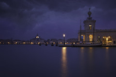 Venetian paths 179(Lights on Punta della dogana) (Maurizio Fecchio) Tags: venice venezia veneto italia italy longexposure morning sunrise clouds sky travel city cityscape haidafilters haidafiltersitalia haida nikon d7100 reflections boats
