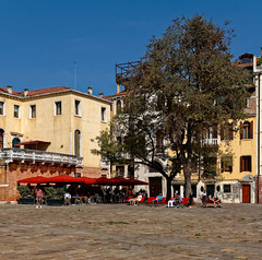 Venezia / Campo San Polo / Bar La Corte (Pantchoa) Tags: venise italie europe ville place campo piazza sanpolo bar café terrasse barlacorte formatcarré
