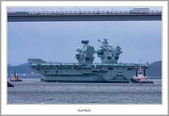 Aircraft Carrier on River Forth (flatfoot471) Tags: 2019 normal scotland unitedkingdom ships military royalnavy april riverforth queensferry hmsqueenelizabeth aircraftcarrier tugs southqueensferry forthroadbrige queensferrycrossing rosyth fife shipyard babcockrosyth crane 150600sigma westlothian