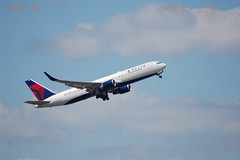 Boeing 767 Delta Airlines (07/02/2019) (Starkillerspotter) Tags: boeing 767 delta airlines usa takeoff 09r27l aircraft paris cdg airport gear
