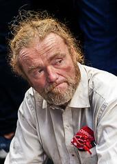 Portrait (D80_543833) (Itzick) Tags: manhattansep2019 nyc portrait candid colorportrait redhead redhair man bwportrait blackbackground face facialexpression streetphotography d800 itzick