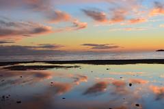 Junto a Río Seco (Tomás Hornos) Tags: sunset seascape atardecer puestadesol mar sea nubes clouds cielo reflejo reflection 35mm objetivofijo focalfija primelens fixedlens colores colors sky agua desembocadura