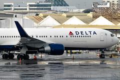 Delta Airlines - Boeing 767-332(ER)(WL) / N181DN @ Manila (Miguel Cenon) Tags: delta deltaairlines delta767 deltab767 deltab763 delta763 rpll airplane airplanespotting apegroup appgroup airport boeing boeing767 boeing763 b767 b763 twinengine wings widebody widebodyjet wing flying fly planespotting ppsg philippines plane manila nikon naia d3300 aircraft aviation window wheel winglet wide n181dn