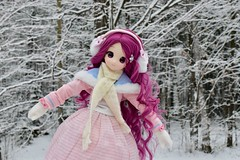 First snow (Real Salica) Tags: azone artphotography adventure anime active figure vinyl volks 45cm 14 14scale winter snow doll mdd