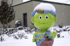 Little Sprout statue in Blue Earth, Minnesota (Lorie Shaull) Tags: snow greengiant jollygreengiant blueearth minnesota gianttimeinbe littlesprout littlesproutstatue onlyinmn
