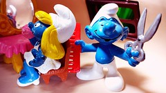 """So, going anywhere Smurfy this year?"" (custombase) Tags: schleich smurfs figures smurf thesmurfs hairdresser smurfette salon scissors comb toyphotography"