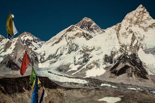 Sommet de l'Everest (8848m) et du Nupste(7961m).