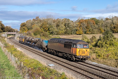 56090 and 56105 at Besford [3S32] 07.11.2019 (Wolfie2man) Tags: croomeperrywood autumn sigma35mmf14art canon80d canonphotography 56090 56105 railheadtreatmenttrain rhtt besford 3s32 class56 grid worcestershirerailways colas colasrailfreight colasrail freightengine railfreight trains ukrailways britishrail