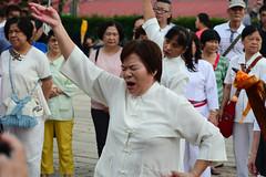 Singer 4 (Bob Hawley) Tags: asia chiayicounty taiwan nikond7100 nikon28105mmf3545afd people religion taoism buddhism ceremonies fanlutownship bantianyanziyuntemple worshipping taiwanesewomen
