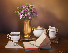 Still Life Dear Diary (Phyllis Freels) Tags: canonef100mmf28lmacroisusm canoneos5dmarkii phyllisfreels brown carnations coffee creampitcher cup diary flowers gold pen stilllife sugarbowl vase vintage white