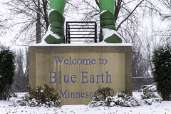 The Jolly Green Giant's feet in Blue Earth, Minnesota (Lorie Shaull) Tags: jollygreengiant greengiant blueearth minnesota onlyinmn gianttimeinbe roadsideattractions statue green giant park