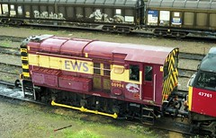 08994 seen at Cardiff Canton on 17-9-04. Copyright Ian Cuthbertson (I C railway photo's) Tags: class08 gronk 08994 cf cardiffcanton ews 47761 shunter
