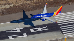 Southwest 737-700. (spencer_wilmot) Tags: sw swa swswa southwest landing shadow ramp runway 24r 737 737ng 737700 passengerjet plane jet jetliner civilaviation commercialaviation narrowbody mediumhaul aviation aircraft airplane airliner airport arrival apron airside approach boeing boeing737 blue winglets twin taxiway 7377h4wl n788sa la lax klax laxklax losangeles