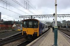 manchester piccadilly 150116 (brianhancock50) Tags: railway rail railways train trains dmu class150