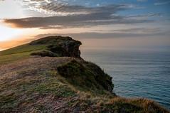 Acantilado (ccc.39) Tags: asturias acantilado mar cantábrico gozón costa atardecer sunset sea cliff coast