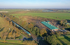 Am Hühnerhof (2) (Klaus Z.) Tags: eisenbahn kbs 395 folmhusen ostfriesland hühnerhof personenzug triebwagen westfalenbahn drohnenbild herbst
