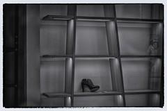 Weer een schoenwinkel dicht (Gerard Stolk ( vers le toussaint)) Tags: thehague denhaag lahaye haag schoenwinkel