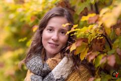 Imladris. El pozo de tu mirada. (Carlos Velayos) Tags: retrato portrait mujer woman chica girl belleza beauty elegancia elegance sensualidad sensuality luznatural daylight otoño autumn